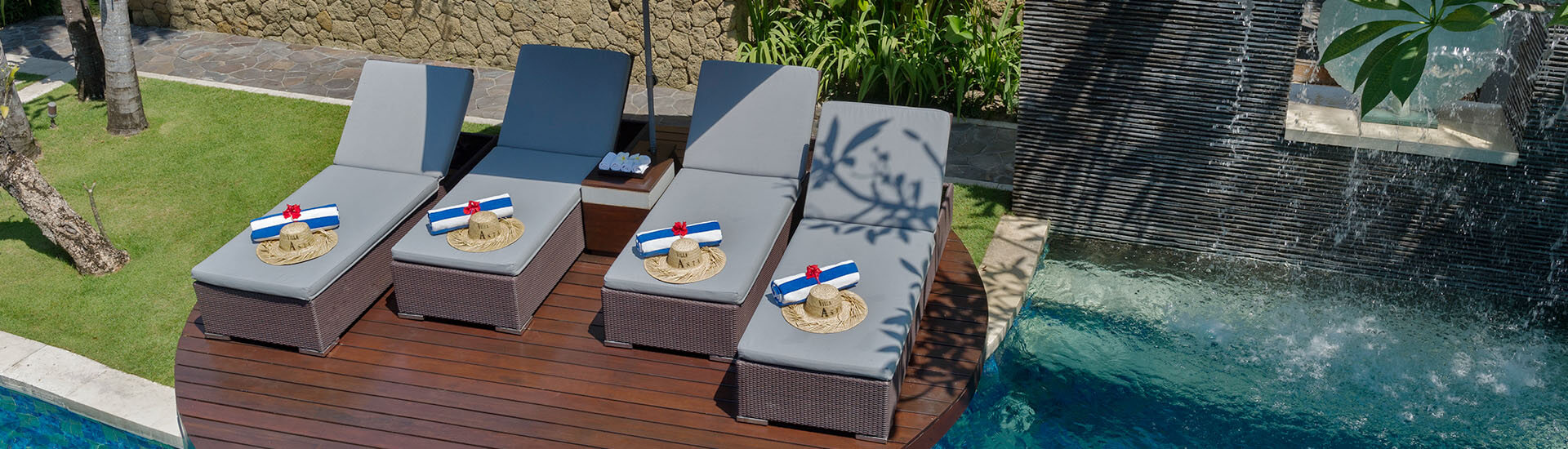 Villa Asta - Deck chairs from above
